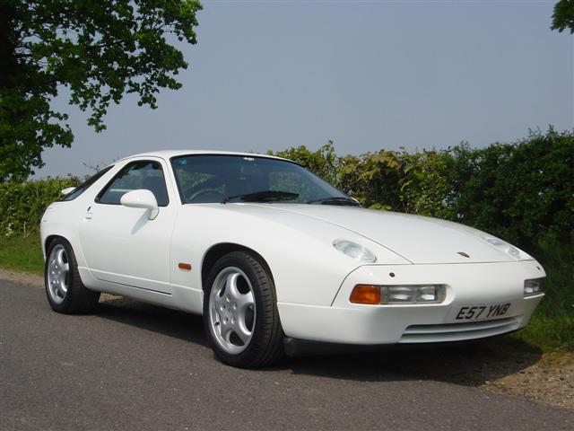 After Paint - Porsche 928 S4 Grand Prix White